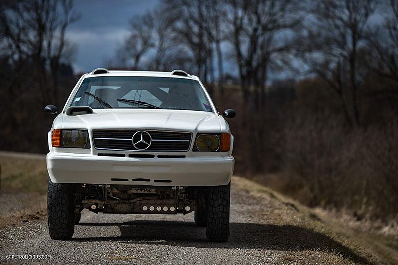 Věděli jste, že existuje Mercedes 560 SEC v terénní verzi? Startoval na Dakaru: - fotka 6