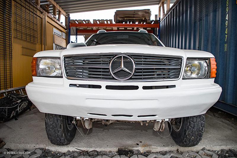 Věděli jste, že existuje Mercedes 560 SEC v terénní verzi? Startoval na Dakaru: - fotka 7