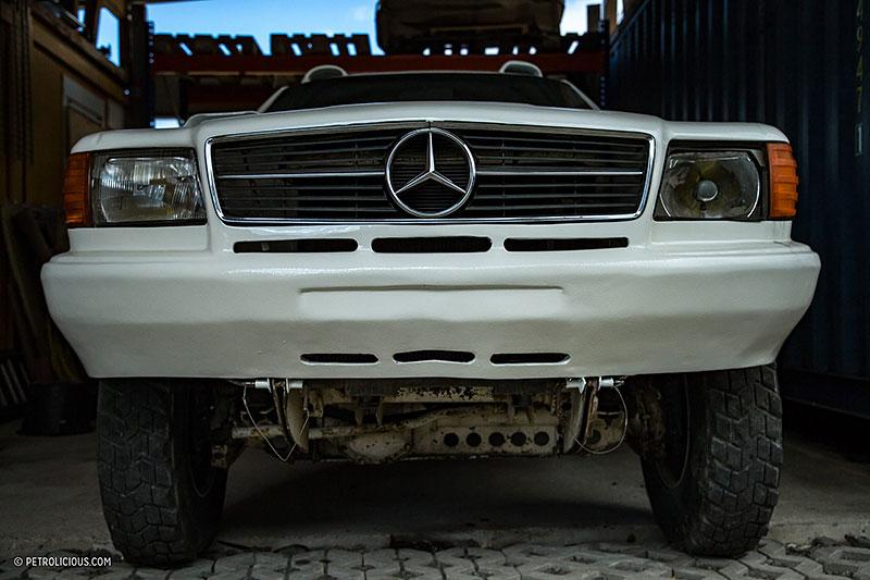Věděli jste, že existuje Mercedes 560 SEC v terénní verzi? Startoval na Dakaru: - fotka 8