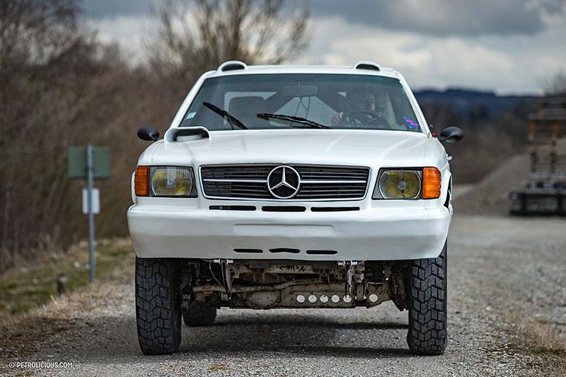 Věděli jste, že existuje Mercedes 560 SEC v terénní verzi? Startoval na Dakaru: - fotka 9