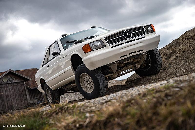 Věděli jste, že existuje Mercedes 560 SEC v terénní verzi? Startoval na Dakaru: - fotka 11