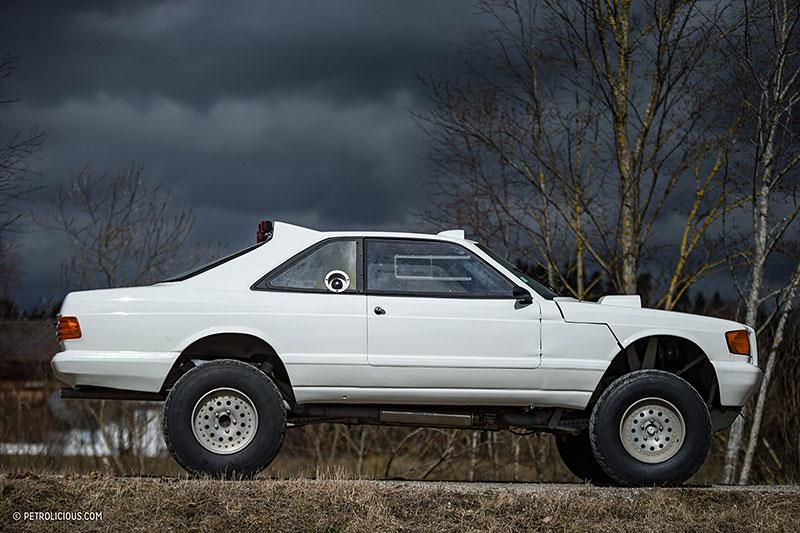 Věděli jste, že existuje Mercedes 560 SEC v terénní verzi? Startoval na Dakaru: - fotka 12