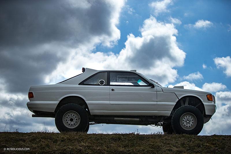Věděli jste, že existuje Mercedes 560 SEC v terénní verzi? Startoval na Dakaru: - fotka 15