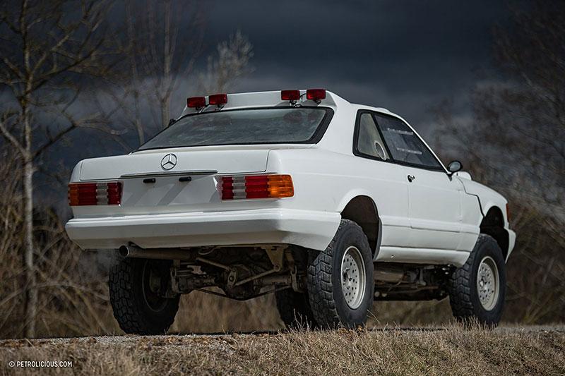 Věděli jste, že existuje Mercedes 560 SEC v terénní verzi? Startoval na Dakaru: - fotka 17