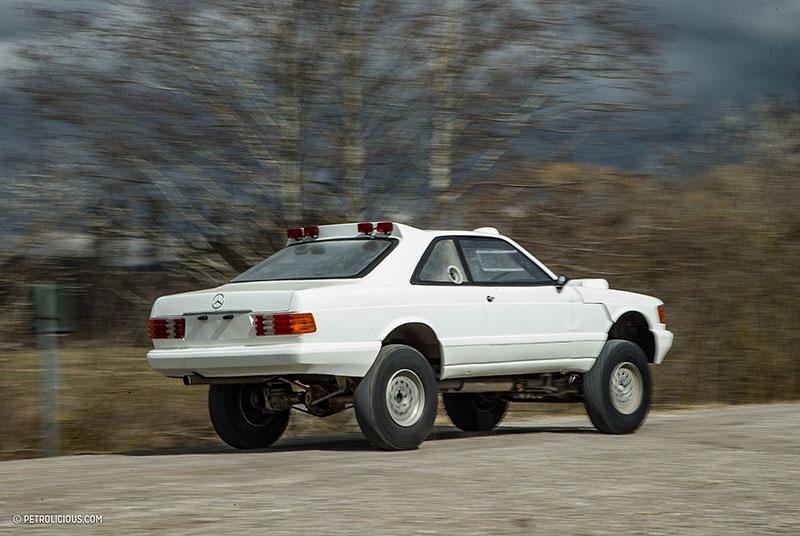 Věděli jste, že existuje Mercedes 560 SEC v terénní verzi? Startoval na Dakaru: - fotka 18