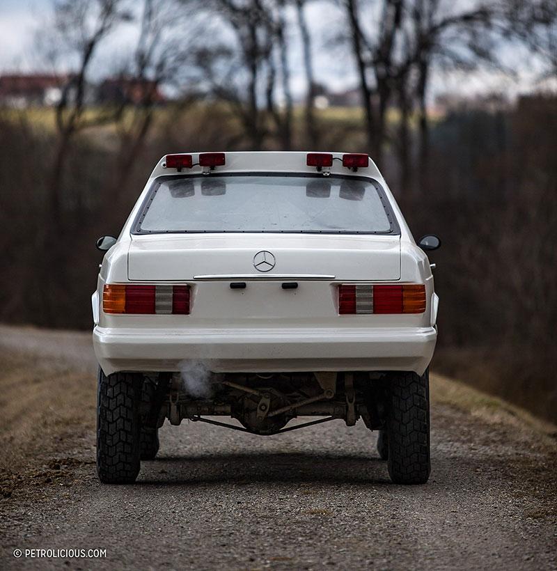Věděli jste, že existuje Mercedes 560 SEC v terénní verzi? Startoval na Dakaru: - fotka 19