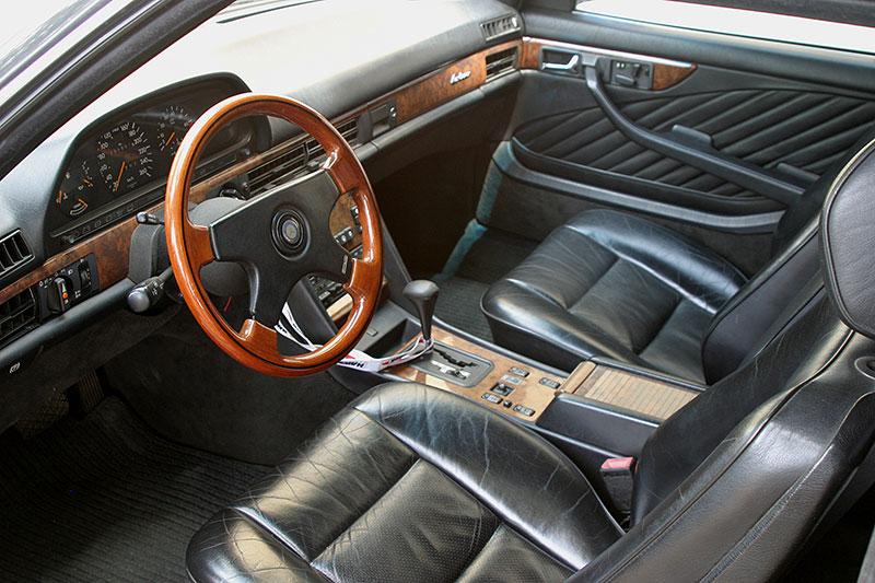 Řídili jsme Mercedes-Benz 560 SEC. Osmiválcové kupé strčí do kapsy spoustu moderních aut: - fotka 1