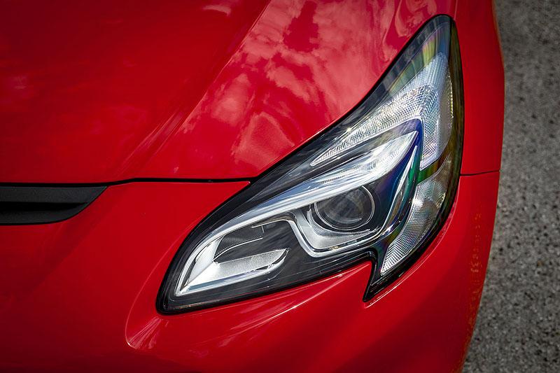 Vauxhall se vrátil ke slavné staré reklamě. Supermodelky už ale musely pryč: - fotka 83