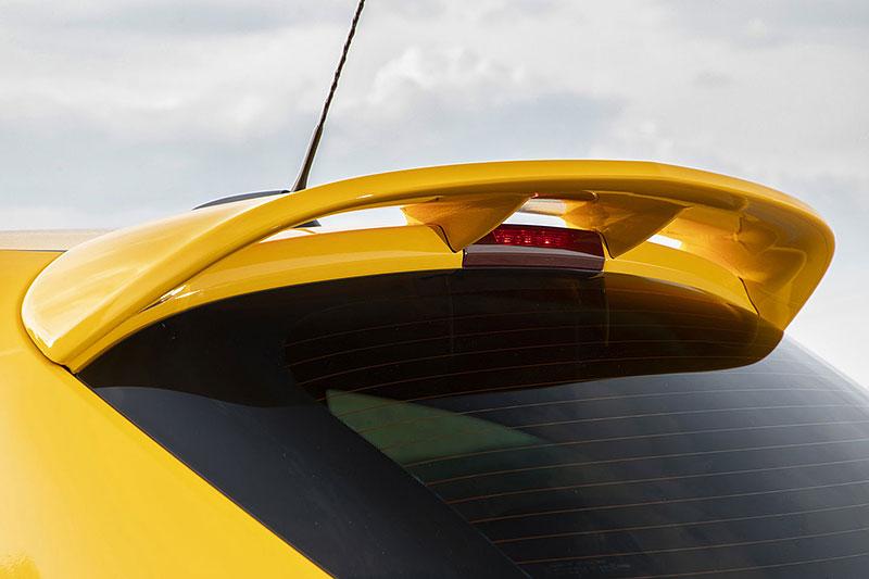 Vauxhall se vrátil ke slavné staré reklamě. Supermodelky už ale musely pryč: - fotka 91