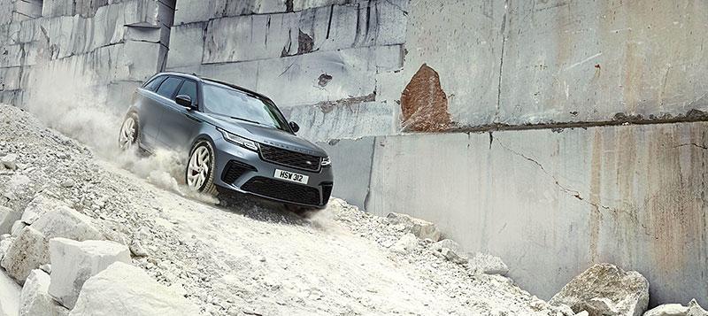 Range Rover Velar má novou vrcholnou verzi. Pohání ji osmiválec o výkonu 550 koní: - fotka 12