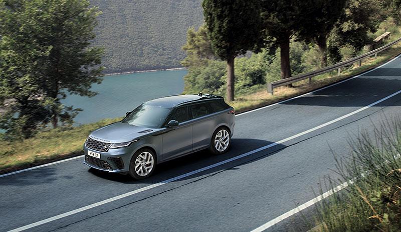 Range Rover Velar má novou vrcholnou verzi. Pohání ji osmiválec o výkonu 550 koní: - fotka 13
