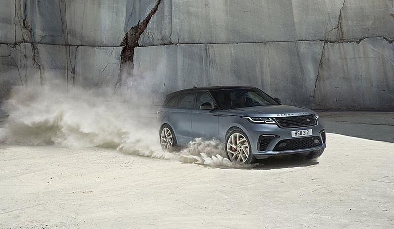Range Rover Velar má novou vrcholnou verzi. Pohání ji osmiválec o výkonu 550 koní: - fotka 17