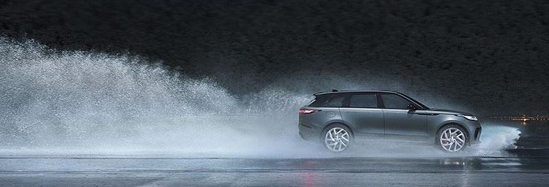 Range Rover Velar má novou vrcholnou verzi. Pohání ji osmiválec o výkonu 550 koní: - fotka 20