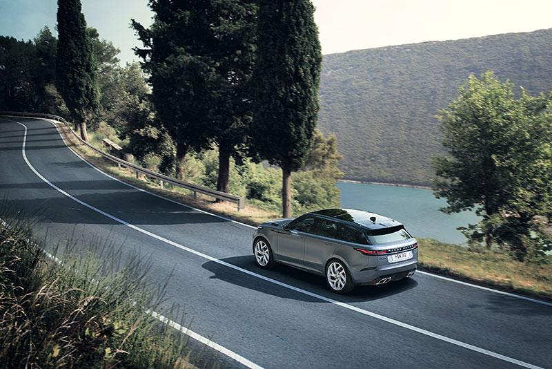 Range Rover Velar má novou vrcholnou verzi. Pohání ji osmiválec o výkonu 550 koní: - fotka 22
