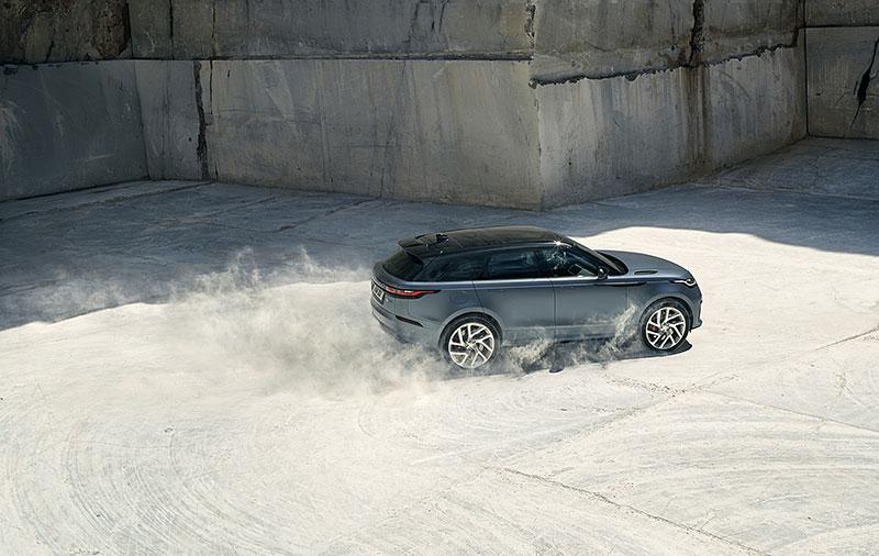 Range Rover Velar má novou vrcholnou verzi. Pohání ji osmiválec o výkonu 550 koní: - fotka 23