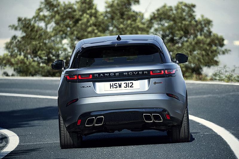 Range Rover Velar má novou vrcholnou verzi. Pohání ji osmiválec o výkonu 550 koní: - fotka 26
