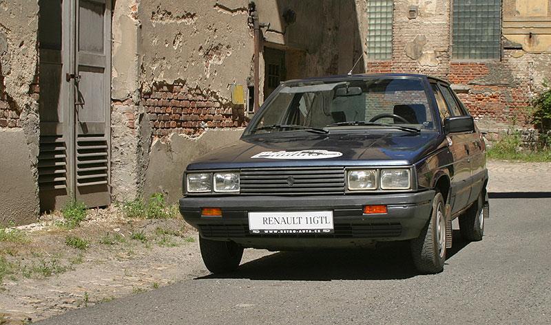 Řídili jsme auto z bondovky. Ale trochu jiné, než byste čekali. Jaký je Renault 11?: - fotka 7