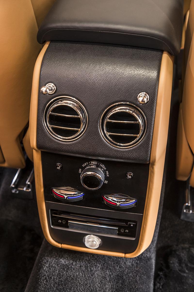 Registrační značka, prý ideální pro Rolls-Royce, se vydražila za 13 milionů: - fotka 7