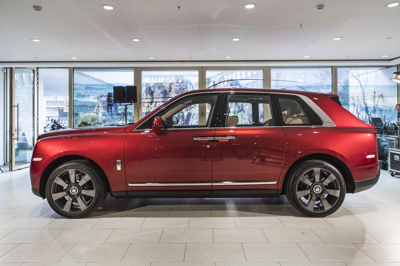 Registrační značka, prý ideální pro Rolls-Royce, se vydražila za 13 milionů: - fotka 20