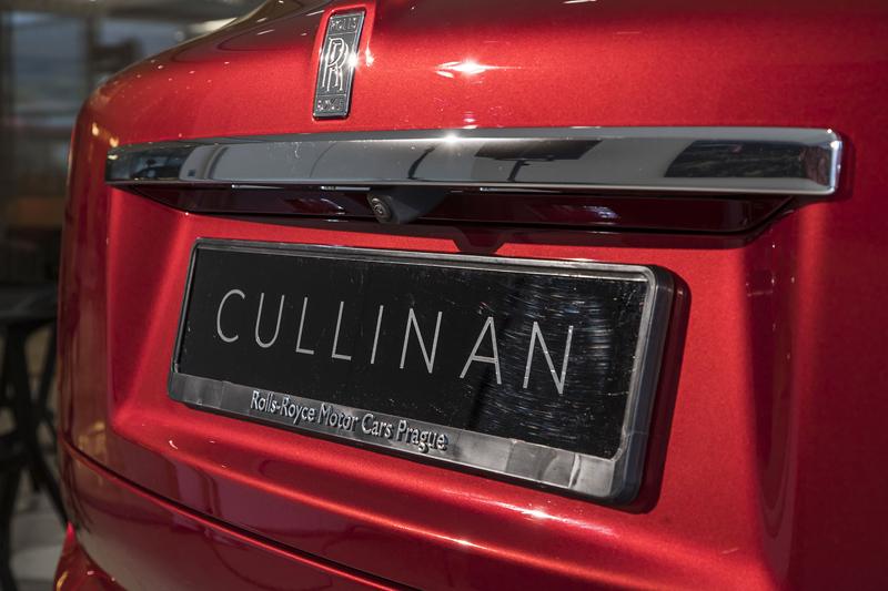 Registrační značka, prý ideální pro Rolls-Royce, se vydražila za 13 milionů: - fotka 37