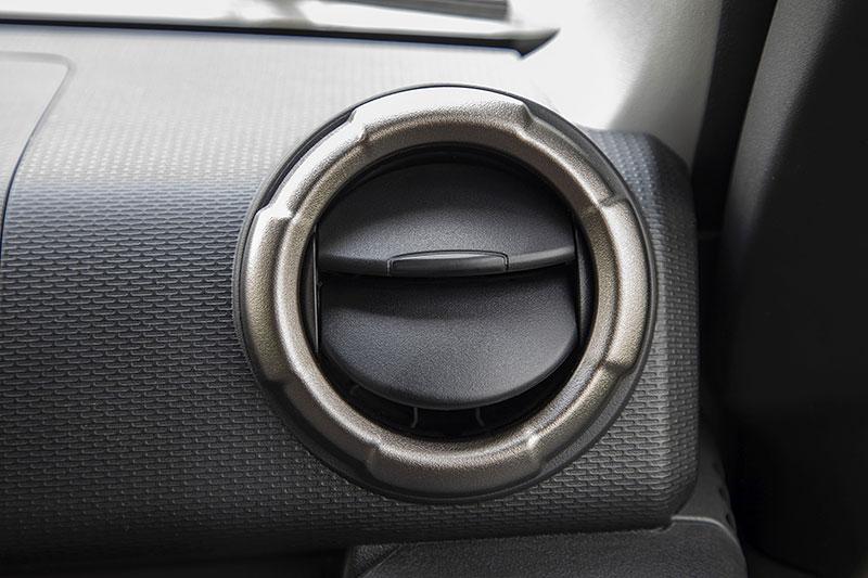 V Japonsku vám ze Suzuki Jimny udělají Mercedes třídy G nebo Land Rover Defender: - fotka 8