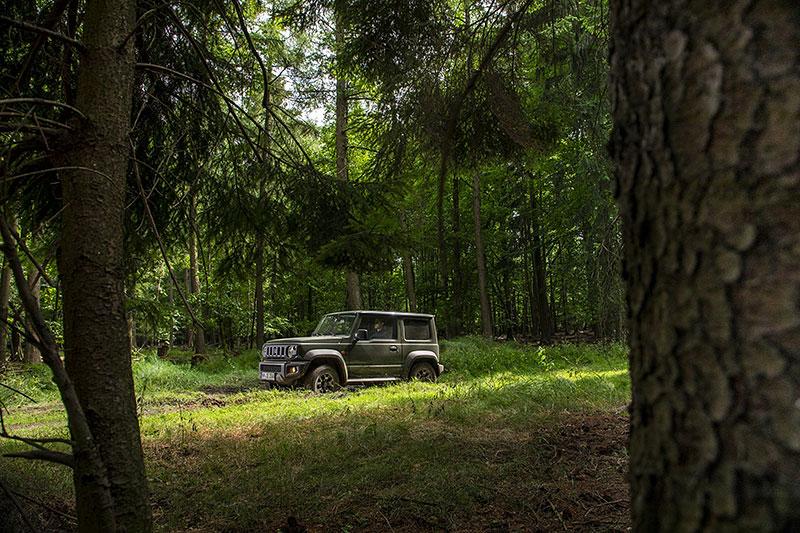 V Japonsku vám ze Suzuki Jimny udělají Mercedes třídy G nebo Land Rover Defender: - fotka 13