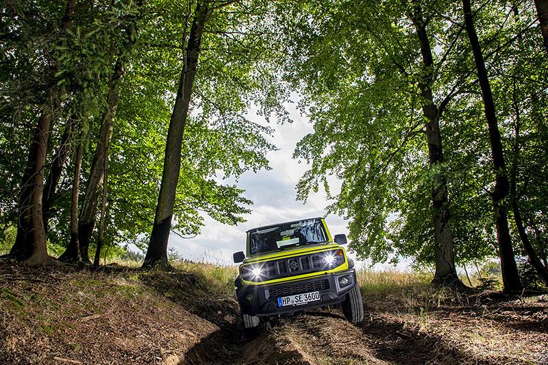 V Japonsku vám ze Suzuki Jimny udělají Mercedes třídy G nebo Land Rover Defender: - fotka 15