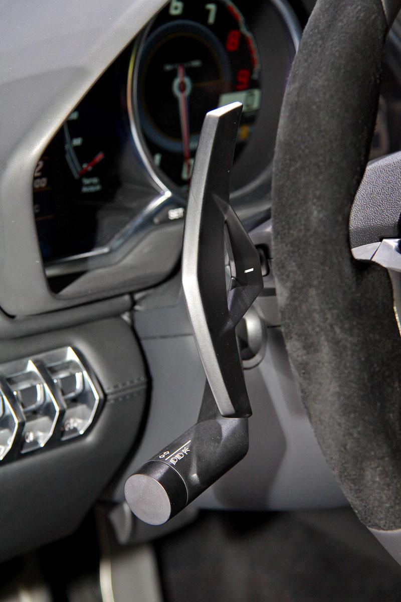 Ženeva 2011 živě: Lamborghini Aventador LP700-4: - fotka 3