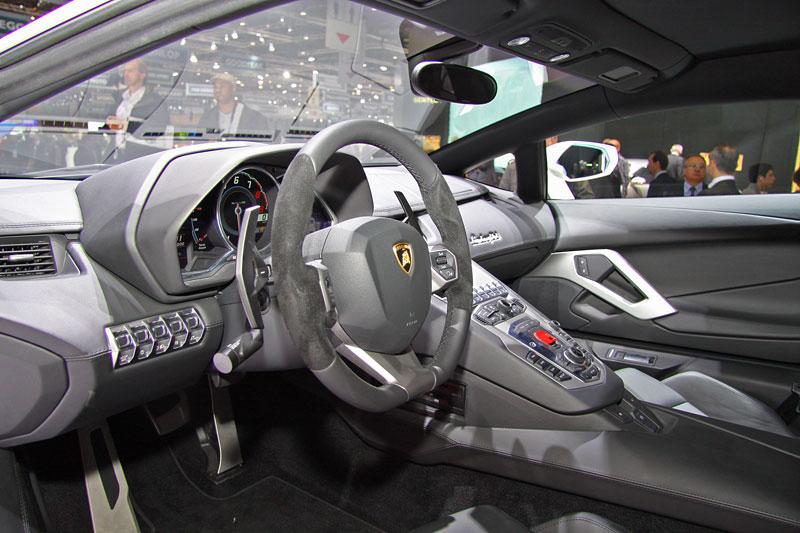 Ženeva 2011 živě: Lamborghini Aventador LP700-4: - fotka 4