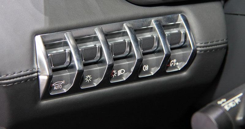 Ženeva 2011 živě: Lamborghini Aventador LP700-4: - fotka 5