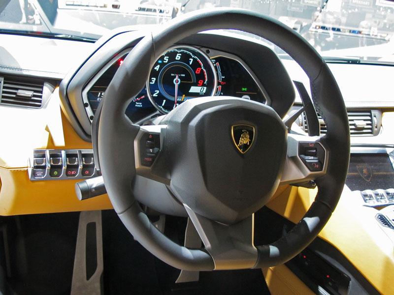 Ženeva 2011 živě: Lamborghini Aventador LP700-4: - fotka 9