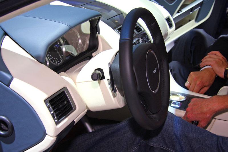 Frankfurt 2009 živě: Aston Martin Rapide - první dojmy: - fotka 1