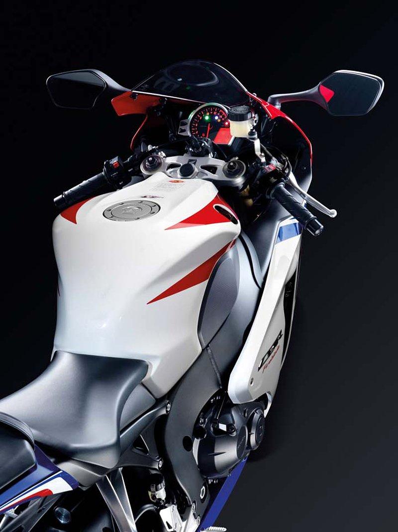 Honda 2009 - CBR600RR a CBR1000RR s E-ABS: - fotka 2
