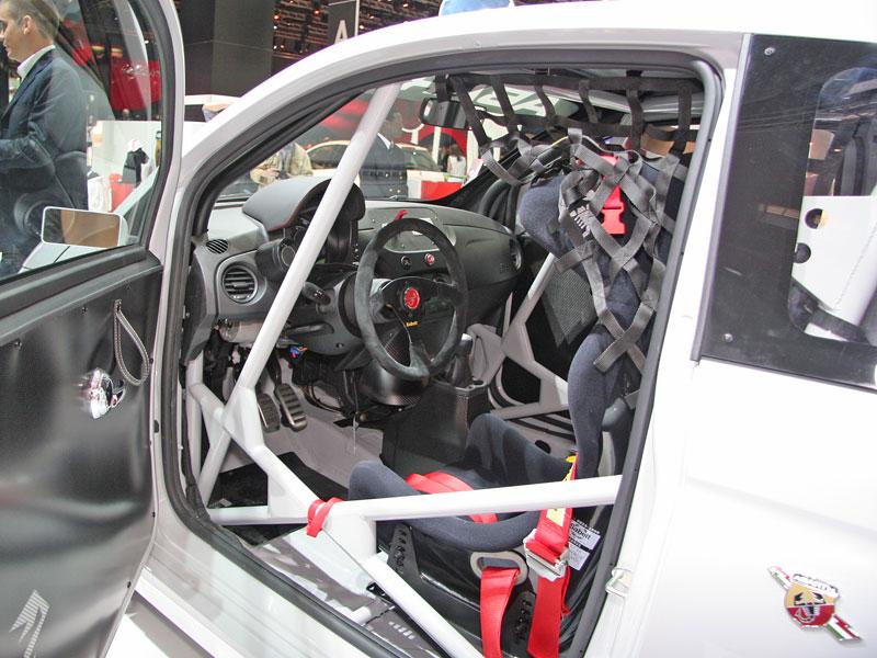 Paříž 2008 - Fiat 500 Abarth Esseesse - kompletní info: - fotka 12