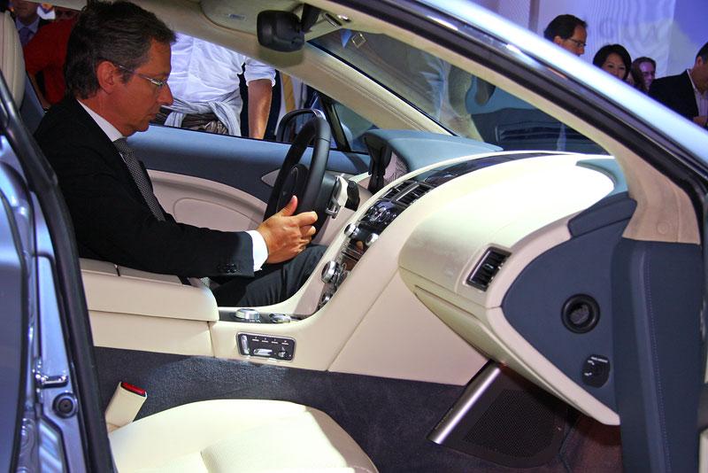 Frankfurt 2009 živě: Aston Martin Rapide - první dojmy: - fotka 2