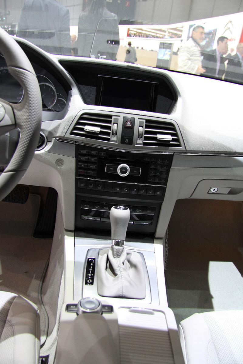 Ženeva 2010 živě: Mercedes-Benz E Cabriolet: - fotka 3