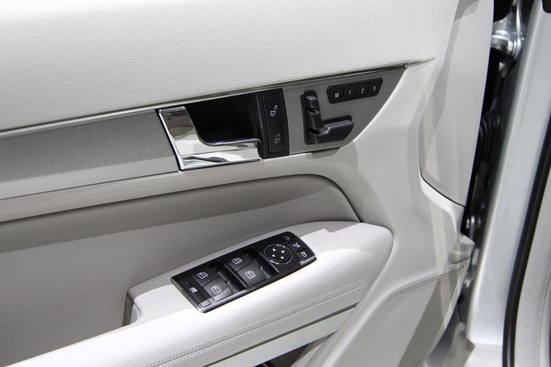 Ženeva 2010 živě: Mercedes-Benz E Cabriolet: - fotka 4