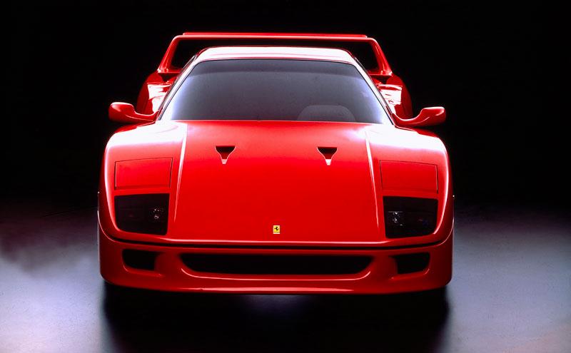 Muž si v garáži postavil celkem věrnou repliku Ferrari F40. Od základů, o stavebnici nejde: - fotka 5