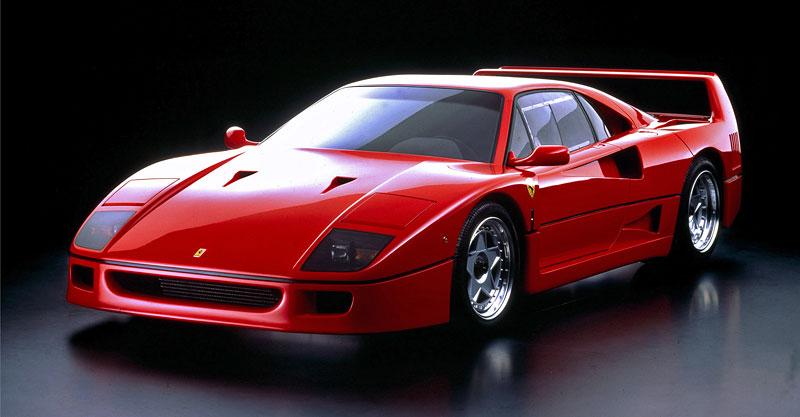Muž si v garáži postavil celkem věrnou repliku Ferrari F40. Od základů, o stavebnici nejde: - fotka 6