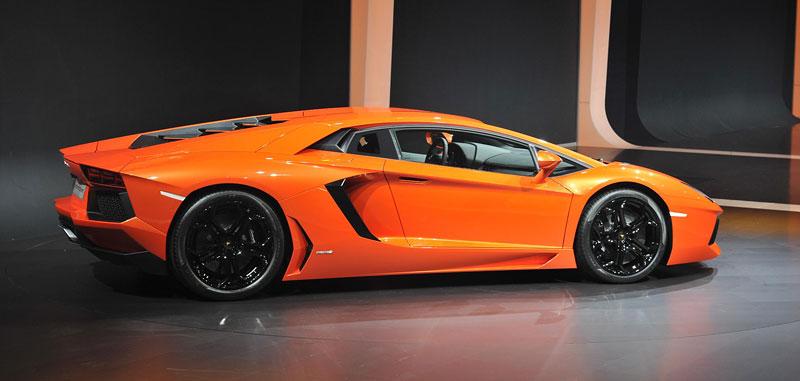 Ženeva 2011 živě: Lamborghini Aventador LP700-4: - fotka 23