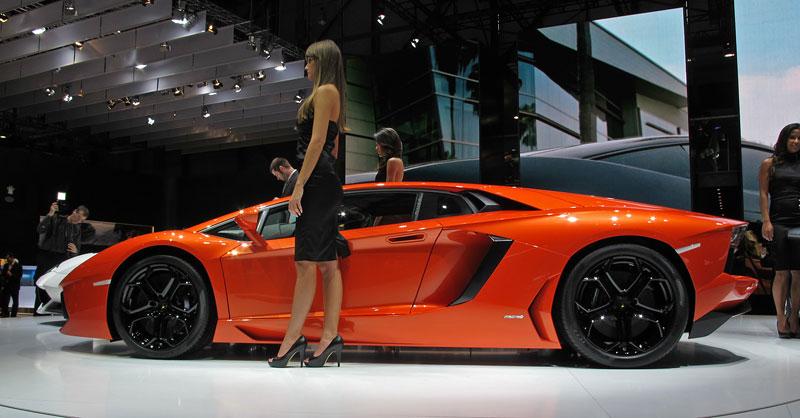 Ženeva 2011 živě: Lamborghini Aventador LP700-4: - fotka 25