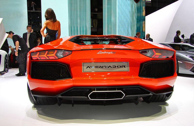 Ženeva 2011 živě: Lamborghini Aventador LP700-4: - fotka 35