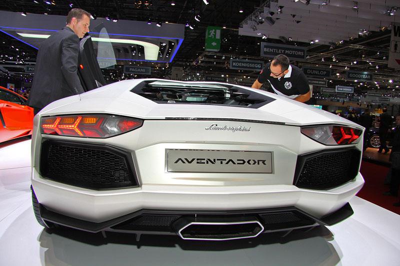 Ženeva 2011 živě: Lamborghini Aventador LP700-4: - fotka 36