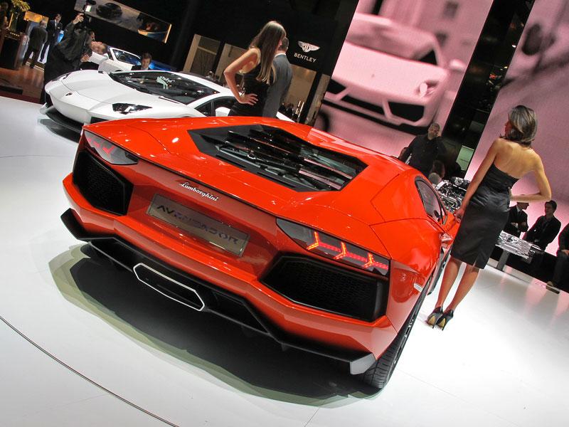 Ženeva 2011 živě: Lamborghini Aventador LP700-4: - fotka 37
