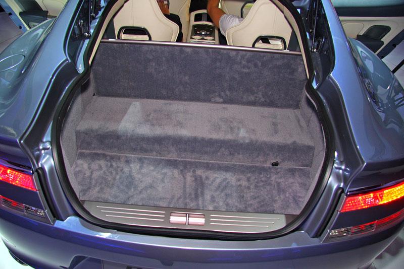 Frankfurt 2009 živě: Aston Martin Rapide - první dojmy: - fotka 14