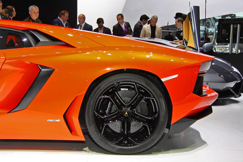 Ženeva 2011 živě: Lamborghini Aventador LP700-4: - fotka 38
