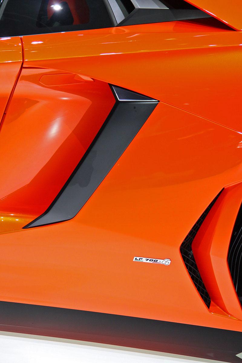 Ženeva 2011 živě: Lamborghini Aventador LP700-4: - fotka 39