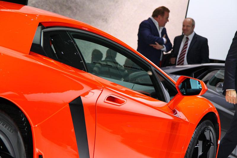 Ženeva 2011 živě: Lamborghini Aventador LP700-4: - fotka 45