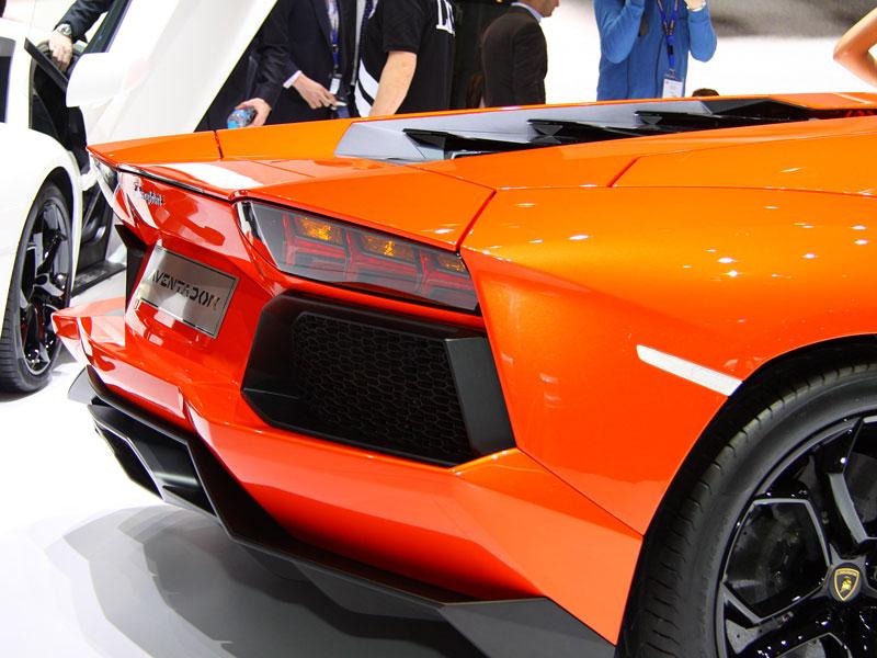 Ženeva 2011 živě: Lamborghini Aventador LP700-4: - fotka 46