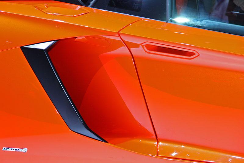 Ženeva 2011 živě: Lamborghini Aventador LP700-4: - fotka 48